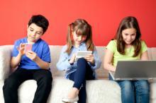 وابستگی کودکان به تبلت و گوشی هوشمند؛ چاره چیست؟/ کودکان,وابستگی,گوشی,تبلت,هوشمند